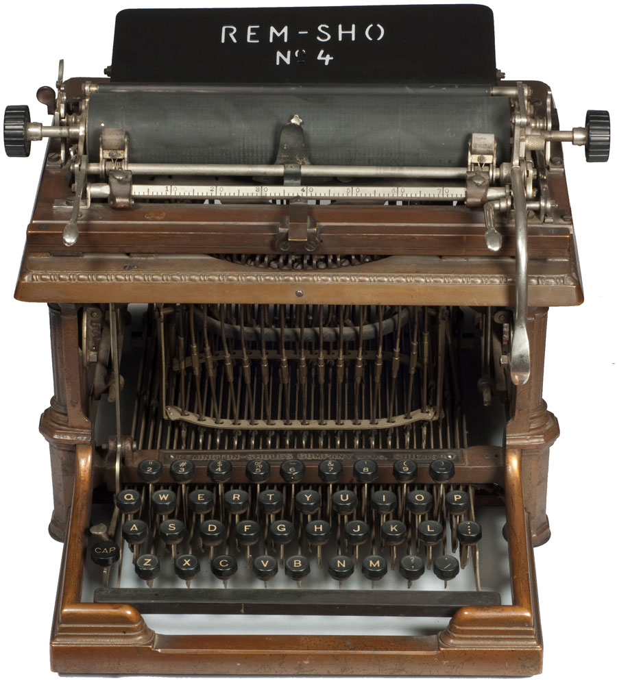 Photograph of the Rem-Sho 4 typewriter from the front.