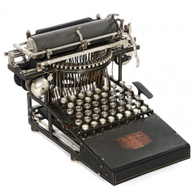 Photograph of the Caligraph 1 typewriter.