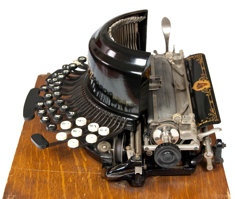 Photograph of the Franklin 10 typewriter showing the right hand side.