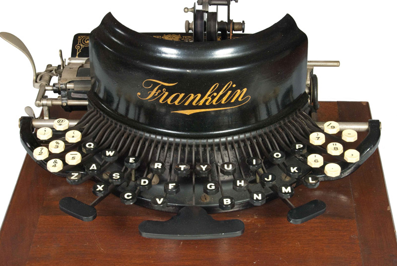 Photograph of the Franklin 7 typewriter seen from the front.