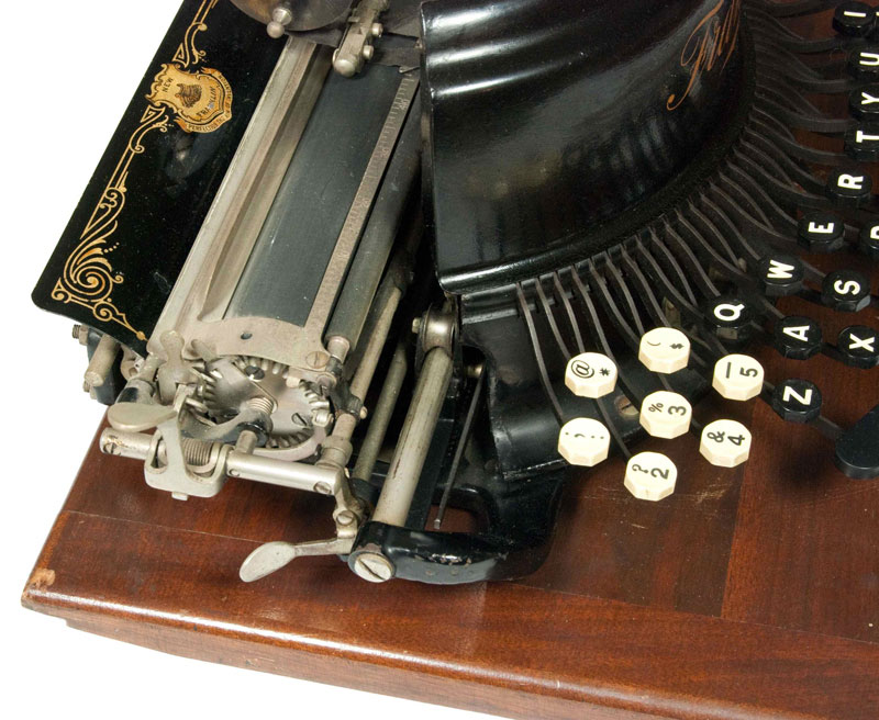 Photograph of the Franklin 7 typewriter showing the left hand side.