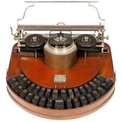 Photograph of the Hammond 1 typewriter.