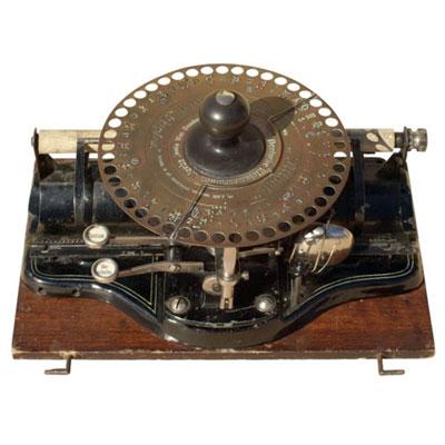 Photograph of the Liliput Typewriter.