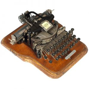 Photograph of the Postal 3 typewriter.