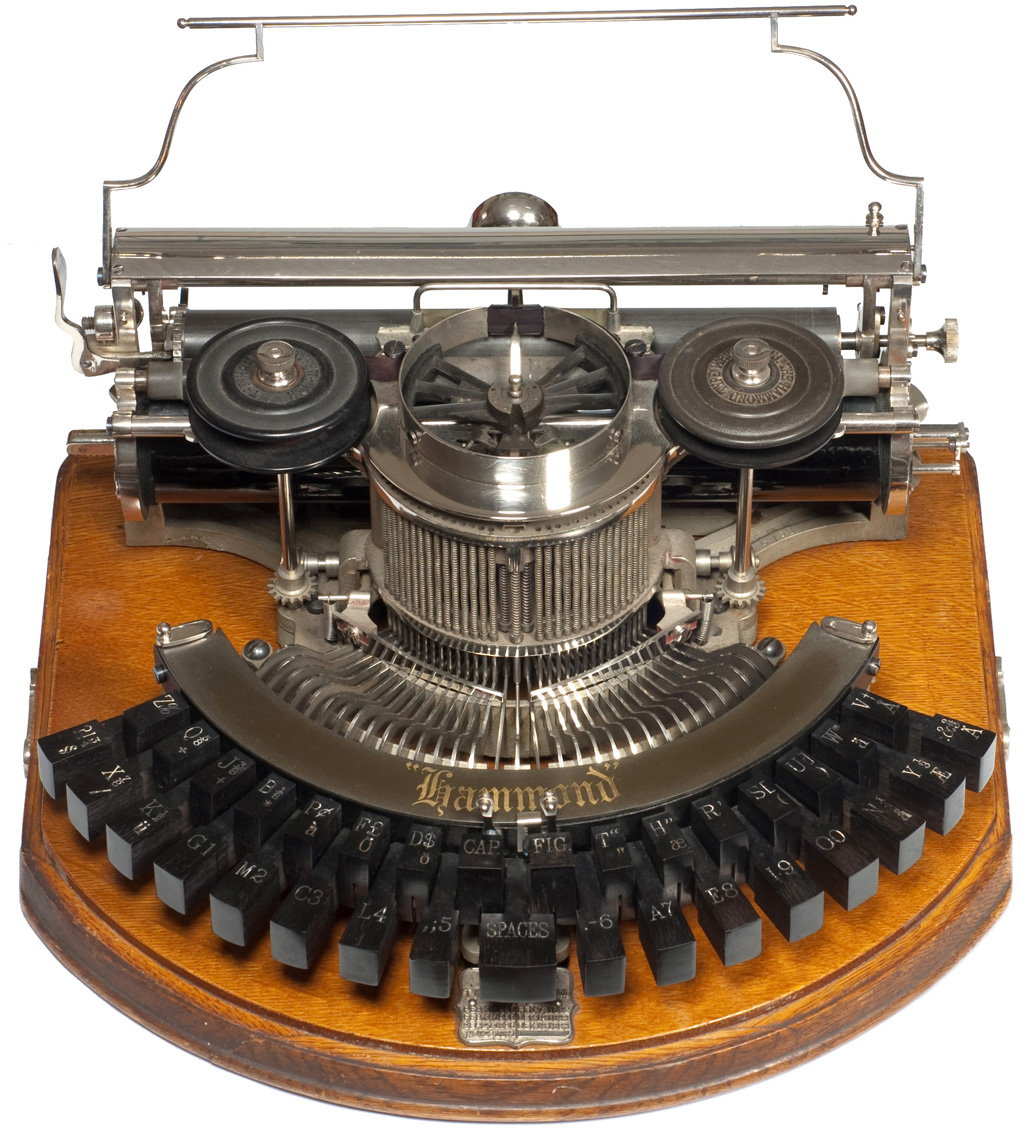 Photograph of the Hammond 1b typewriter.
