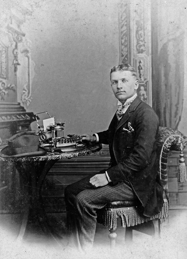 Photograph of a businessman with a Hammond typewriter, 1896 - 1900.