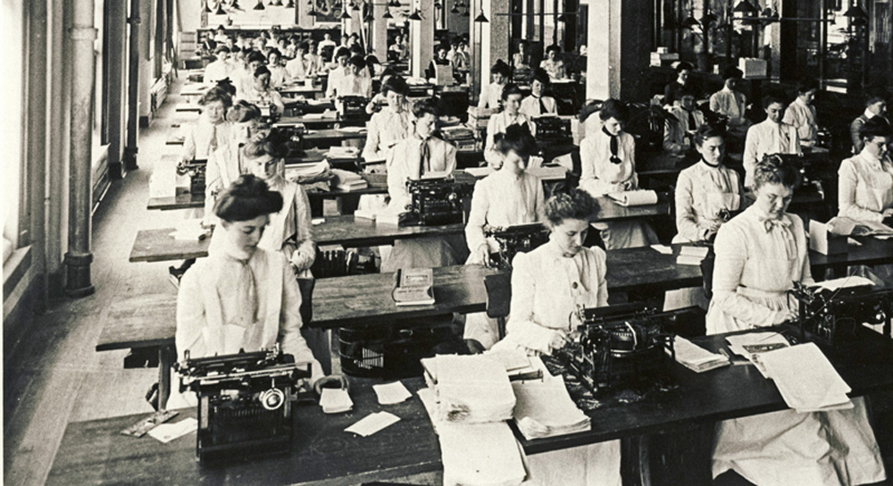 Photograph showing a room full of women typists from 1915.