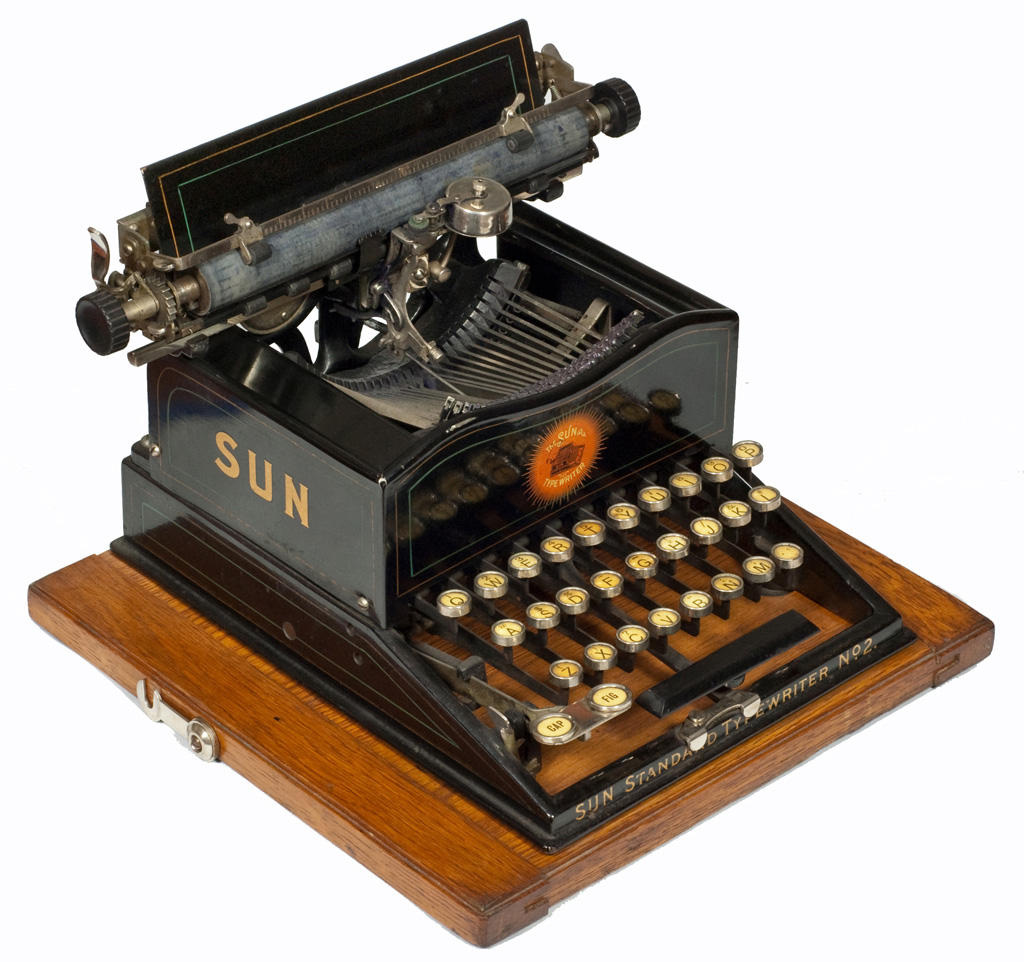Photograph of the Sun Standard 2 typewriter.